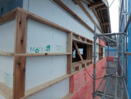 新栄町の家の付加断熱の施工の様子。(画像提供:宮﨑建築)