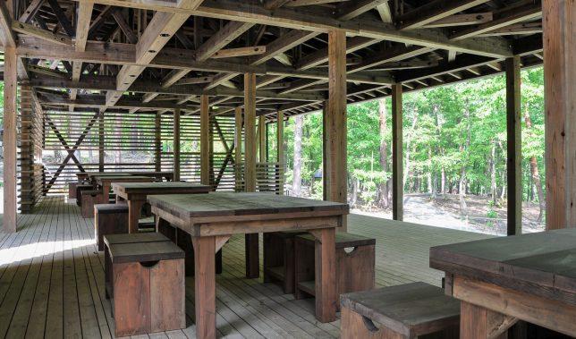 角神湖畔青少年旅行村「森のステージ」(画像提供:神田陸建築設計事務所)